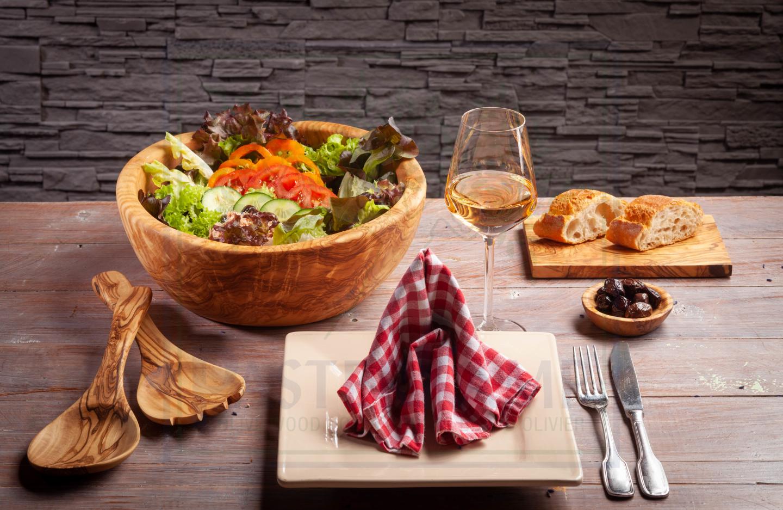Tisch und Tafel (gedeckter Tisch)