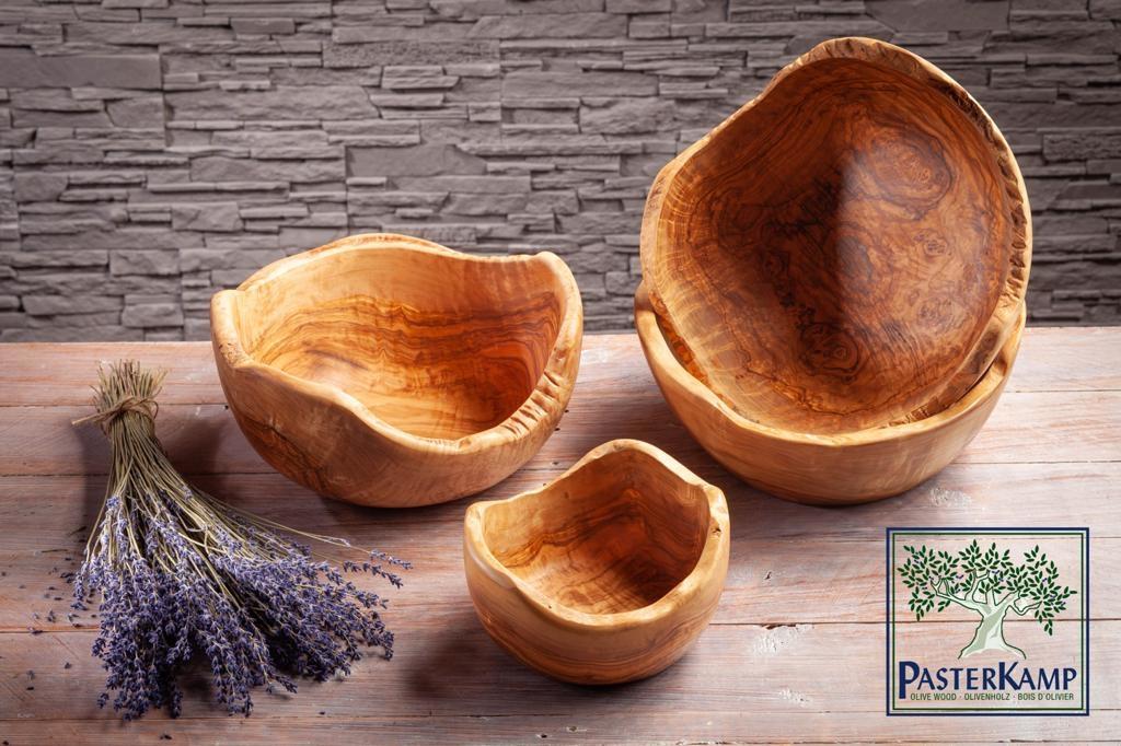 Salatschale aus Olivenholz mit Waldkante von ca. 20cm bis 34cm Durchmesser