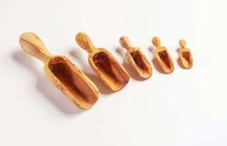 Mehlschaufel / -scheffel aus Olivenholz von ca. 6 - 19cm.